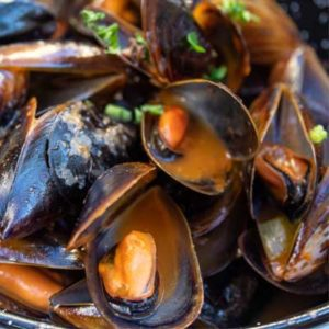 cooked galician mussels with wine and herbs